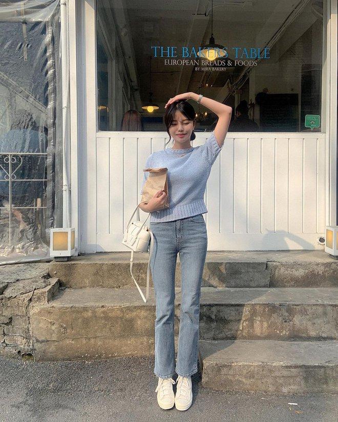 """Học nàng blogger Hàn cách diện jeans """"đỉnh của chóp"""": Vừa hack dáng, vừa thanh lịch để đến sở làm - ảnh 1"""