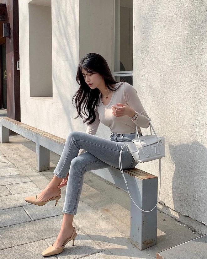 """Học nàng blogger Hàn cách diện jeans """"đỉnh của chóp"""": Vừa hack dáng, vừa thanh lịch để đến sở làm - ảnh 2"""
