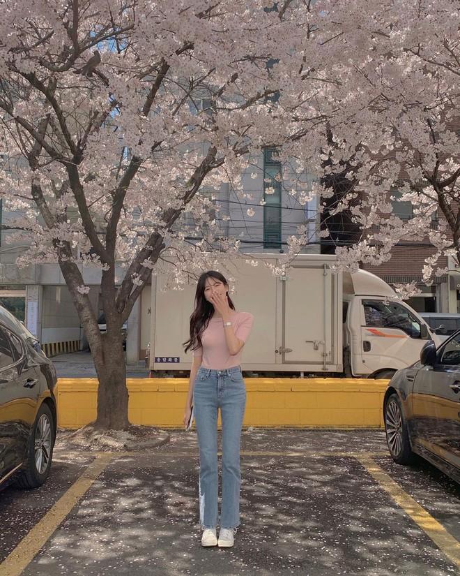 """Học nàng blogger Hàn cách diện jeans """"đỉnh của chóp"""": Vừa hack dáng, vừa thanh lịch để đến sở làm - ảnh 3"""