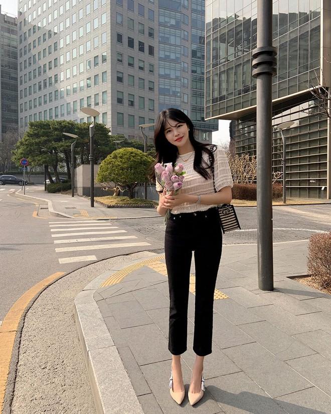 """Học nàng blogger Hàn cách diện jeans """"đỉnh của chóp"""": Vừa hack dáng, vừa thanh lịch để đến sở làm - ảnh 7"""