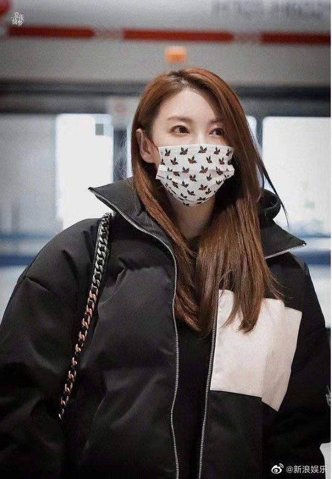 Song Hye Kyo Trung Quốc bị bắt gặp hẹn hò với trai trẻ kém 8 tuổi, cặp đôi vui vẻ cùng nhau về nhà riêng - ảnh 3