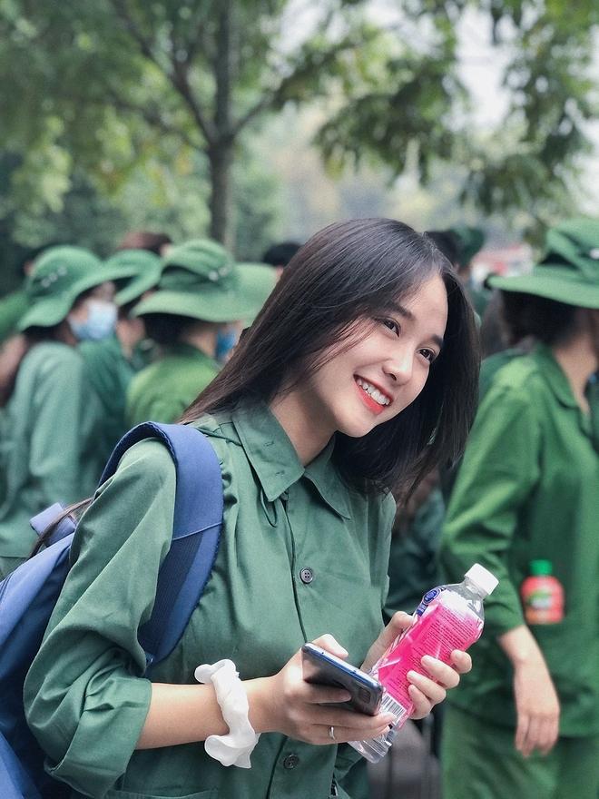 Nữ sinh quân sự này rất xinh - ảnh 1