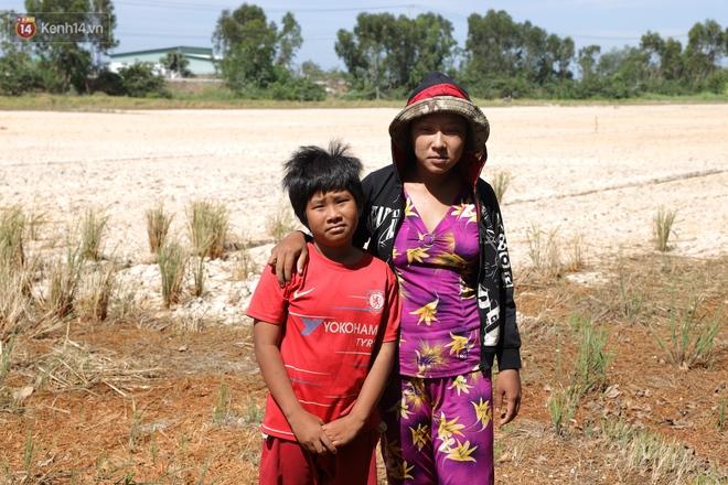 Người miền Tây bên những cánh đồng nứt toác vì hạn mặn: Lúa trồng xuống là chết, nước sông mặn đắng cả rồi! - ảnh 6
