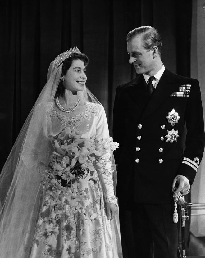 Câu chuyện phía sau bức ảnh cười khúc khích của cố Hoàng thân Philip và Nữ hoàng Anh: Ngôn tình hoá ra lại bình dị đến vậy! - ảnh 4