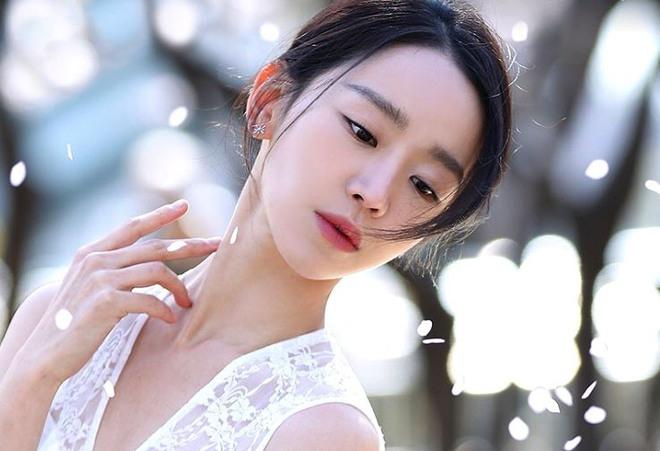 Shin Hye Sun ẵm hai đề cử Baeksang dù Mr. Queen bay màu vì xuyên tạc lịch sử - Ảnh 4.