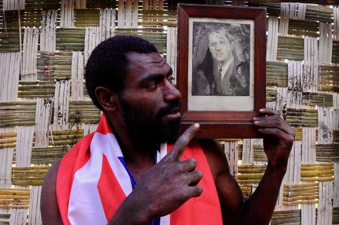 Kỳ lạ bộ lạc sống trên đảo xa tôn thờ cố Hoàng thân Philip, quyết định để tang khi hay tin ông qua đời - ảnh 5
