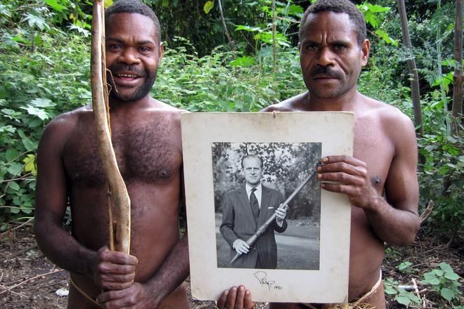 Kỳ lạ bộ lạc sống trên đảo xa tôn thờ cố Hoàng thân Philip, quyết định để tang khi hay tin ông qua đời - ảnh 6