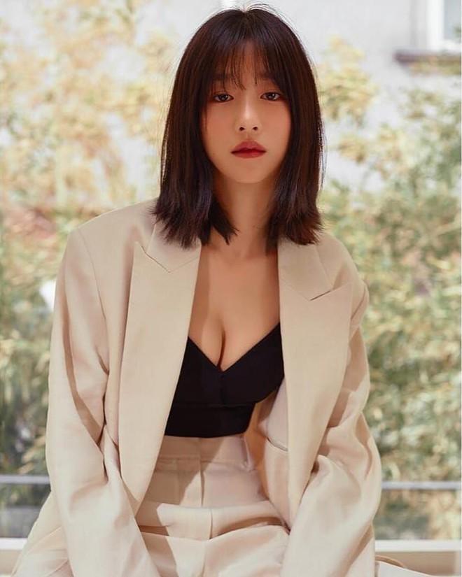 Những màn o ép vòng 1 muốn bung cúc của Seo Ye Ji: O ép bức thở trên thảm đỏ, từ tạp chí ra ngoài đời đều khoe bỏng mắt - ảnh 16