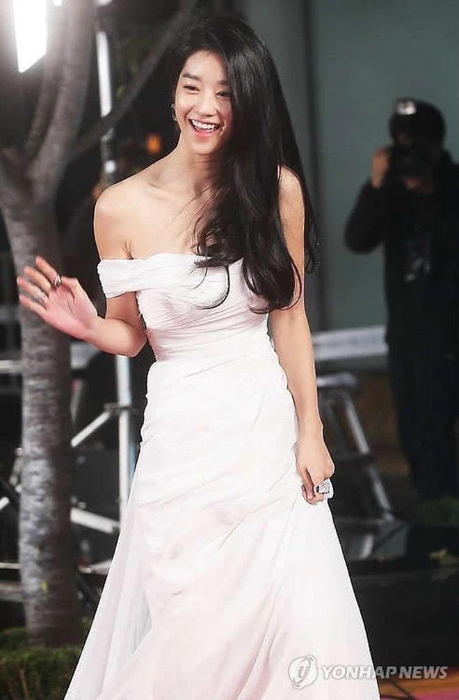Những màn o ép vòng 1 muốn bung cúc của Seo Ye Ji: O ép bức thở trên thảm đỏ, từ tạp chí ra ngoài đời đều khoe bỏng mắt - ảnh 11