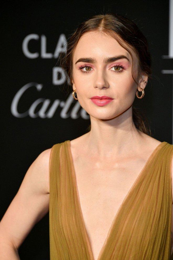 Loạt ảnh bạch tuyết Lily Collins đi sự kiện đang khiến dân tình điên đảo: Xinh rụng rời, bảo sao được gọi là nữ thần thảm đỏ - ảnh 2