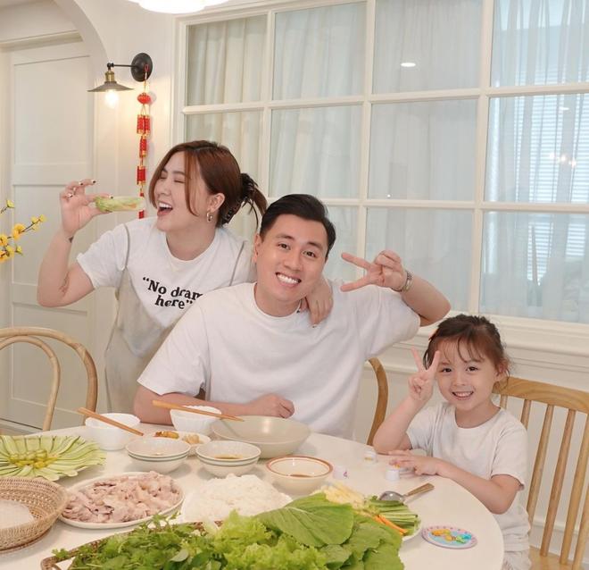 """Biến căng: Bị lên án PR lố và giả trân, """"Gia Đình Cam Cam"""" gay gắt mắng fan là """"lũ trẻ con"""" - ảnh 1"""