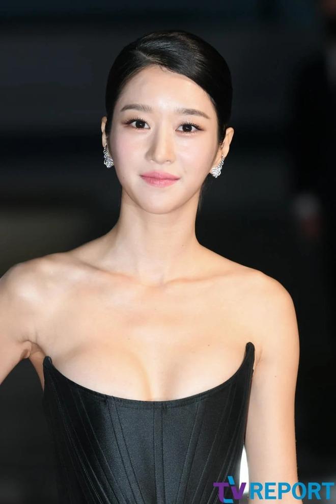 Những màn o ép vòng 1 muốn bung cúc của Seo Ye Ji: O ép bức thở trên thảm đỏ, từ tạp chí ra ngoài đời đều khoe bỏng mắt - ảnh 6