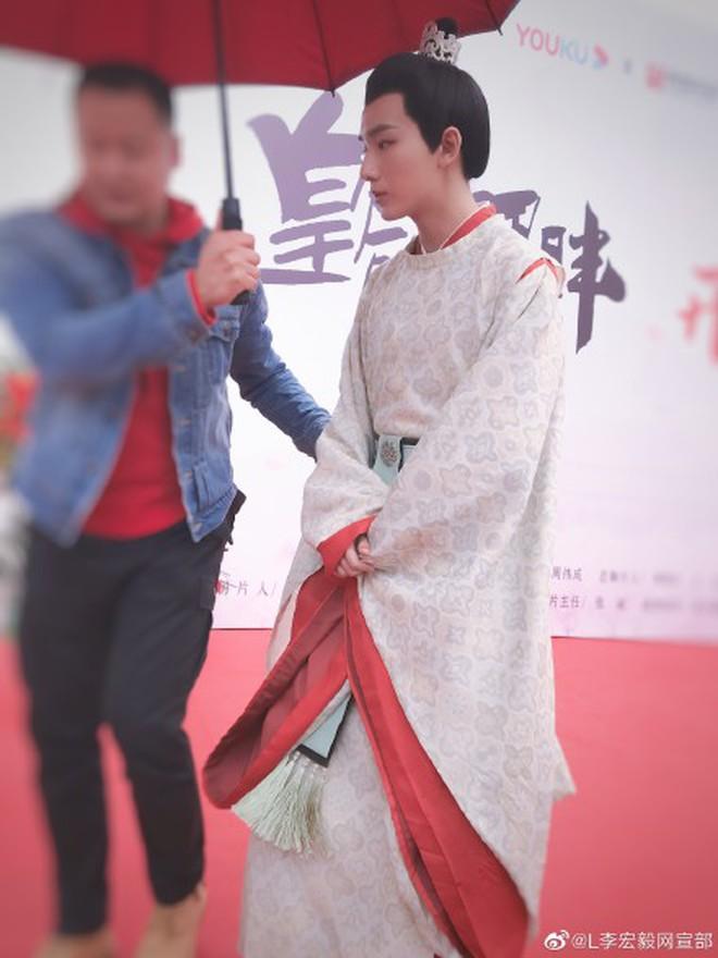 Xuất hiện Kim Jung Hyun bản Trung tại lễ khai máy phim mới, mặt lạnh tanh khiến nữ chính tắt cả nụ cười - ảnh 7