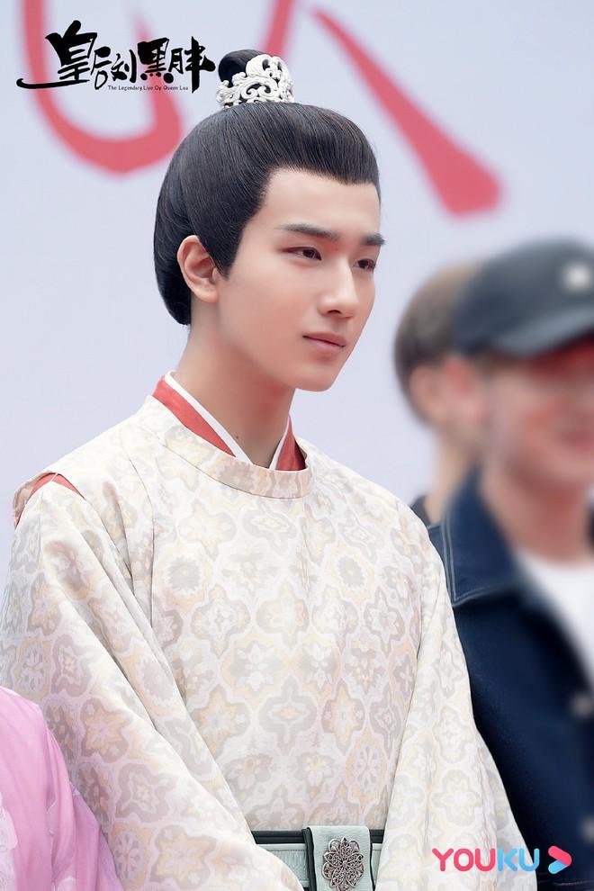 Xuất hiện Kim Jung Hyun bản Trung tại lễ khai máy phim mới, mặt lạnh tanh khiến nữ chính tắt cả nụ cười - ảnh 4