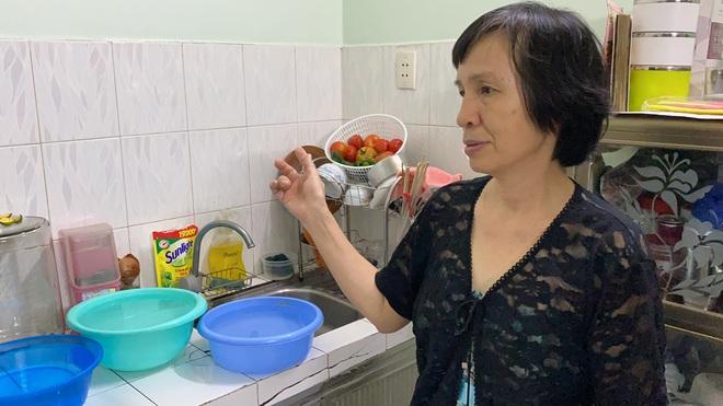 """Khổ như Sài Gòn cúp nước: Người dân phải """"nhịn"""" vệ sinh buổi tối, tích trữ nước trước 5 giờ chiều - ảnh 3"""