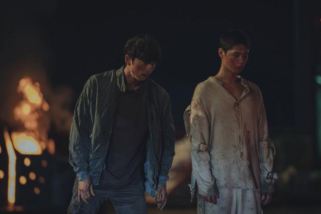 Người Nhân Bản: Gong Yoo và Park Bo Gum cũng không thể làm nên mùa xuân? - ảnh 6