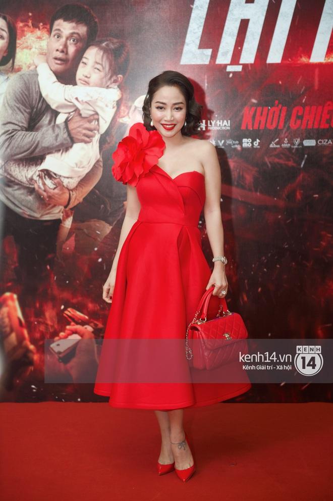 Bà xã của Lý Hải trẻ hú hồn, visual nổi bần bật giữa dàn mỹ nhân 9X tại thảm đỏ Lật Mặt: 48H - ảnh 3