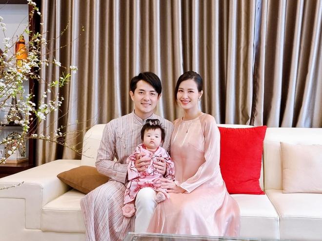 Đông Nhi vắng nhà, Ông Cao Thắng liền ra tay làm ông bố đảm nhưng biểu cảm của con gái Winnie hình như hơi lạ? - ảnh 5