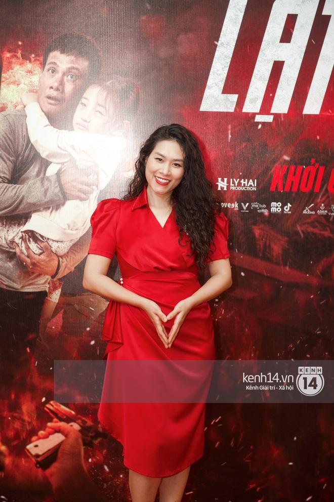 Bà xã của Lý Hải trẻ hú hồn, visual nổi bần bật giữa dàn mỹ nhân 9X tại thảm đỏ Lật Mặt: 48H - ảnh 10