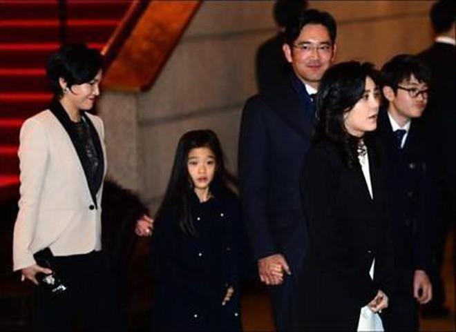 """Tiểu công chúa đế chế Samsung: Chiều cao khủng, bức ảnh cầm Iphone làm dậy sóng MXH và loạt fact ít ai biết về """"biểu tượng richkid Hàn Quốc"""" - ảnh 2"""