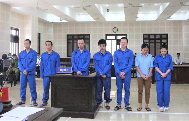 """Tổ chức cho 14 người Trung Quốc ở """"chui"""" để đánh bạc, 2 cô gái chia nhau gần 18 năm tù - ảnh 1"""