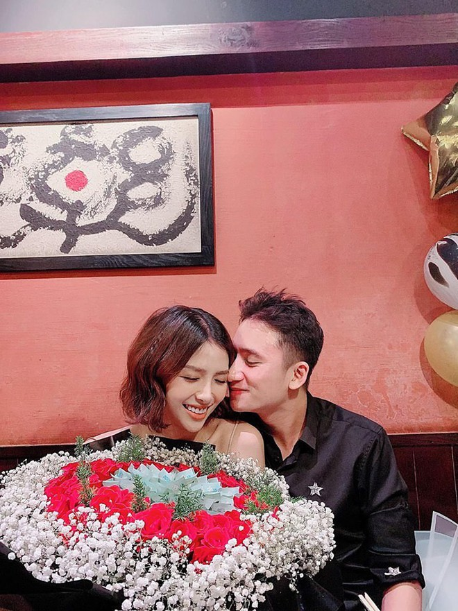 5 năm yêu của Phan Mạnh Quỳnh và vợ hotgirl: Từ bị hoài nghi đến màn cầu hôn gây sốt, chàng cưng nàng số 1 thấy mà ghen! - ảnh 10
