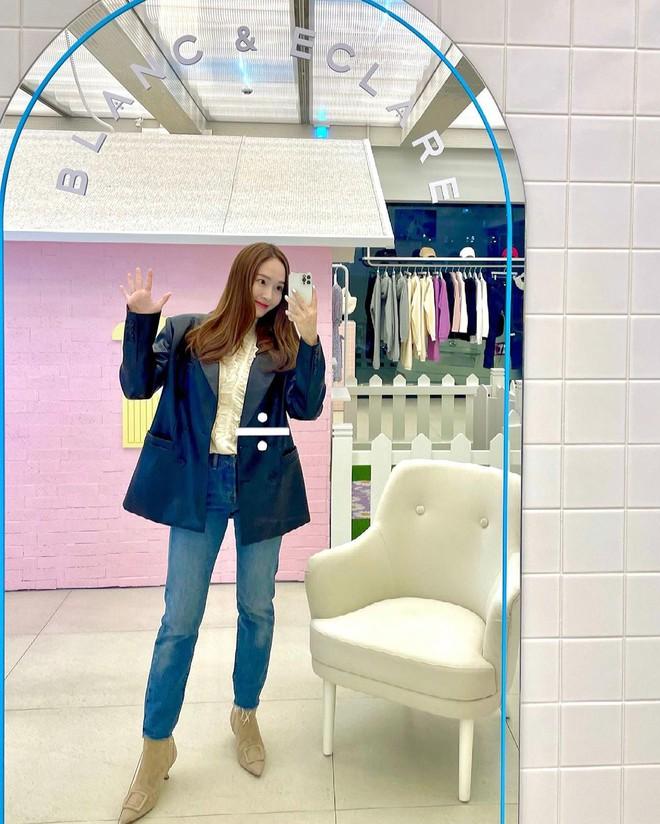 Check nhanh 9 cách diện áo blouse đẹp mê từ sao Hàn, đang bí ý tưởng lên đồ quẩy cuối tuần thì xem ngay! - ảnh 3
