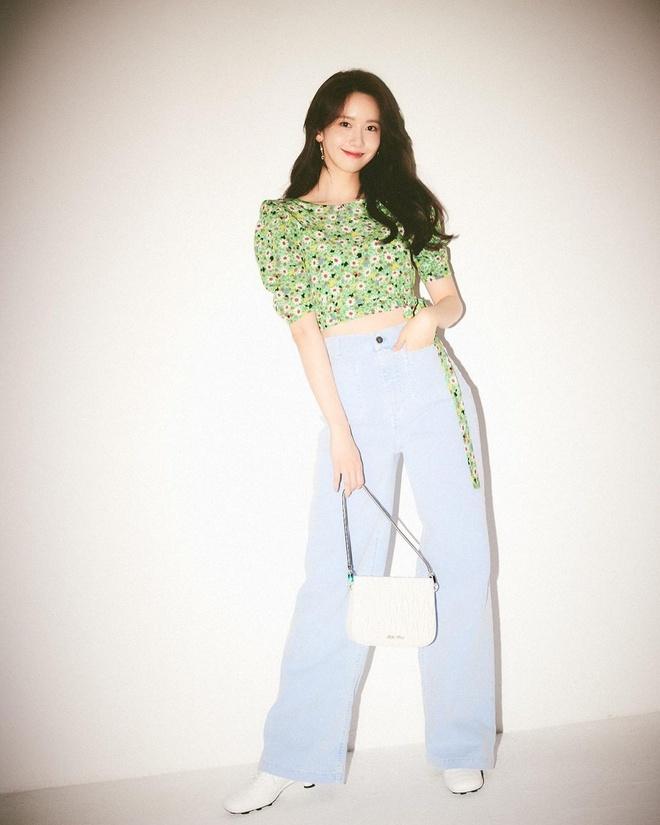 Check nhanh 9 cách diện áo blouse đẹp mê từ sao Hàn, đang bí ý tưởng lên đồ quẩy cuối tuần thì xem ngay! - ảnh 1