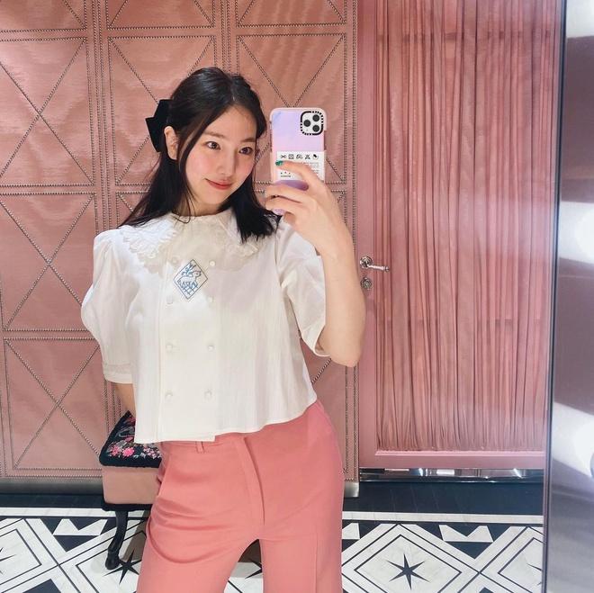 Check nhanh 9 cách diện áo blouse đẹp mê từ sao Hàn, đang bí ý tưởng lên đồ quẩy cuối tuần thì xem ngay! - ảnh 9