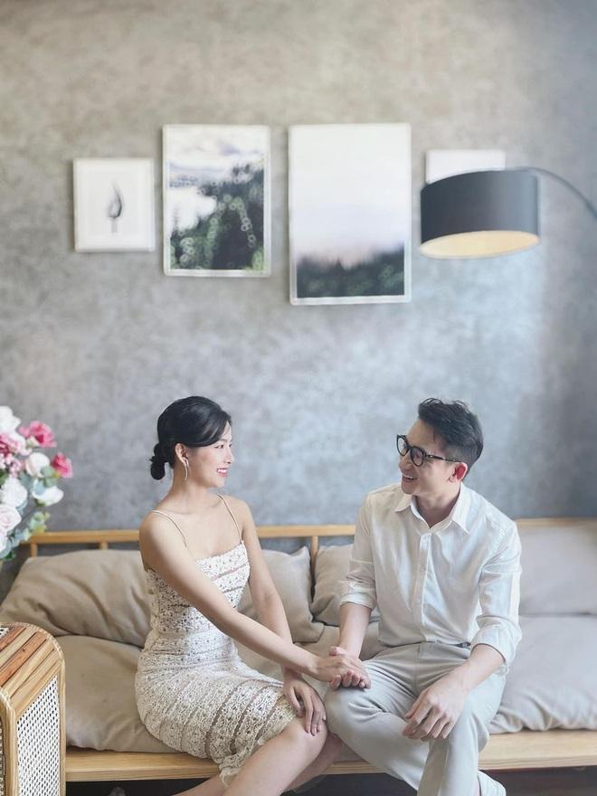 5 năm yêu của Phan Mạnh Quỳnh và vợ hotgirl: Từ bị hoài nghi đến màn cầu hôn gây sốt, chàng cưng nàng số 1 thấy mà ghen! - ảnh 4