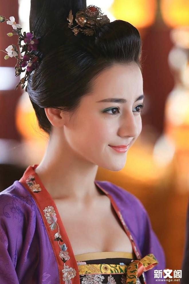 5 tạo hình cổ trang đẹp hơn hoa của Địch Lệ Nhiệt Ba khiến chị em phát hờn 001
