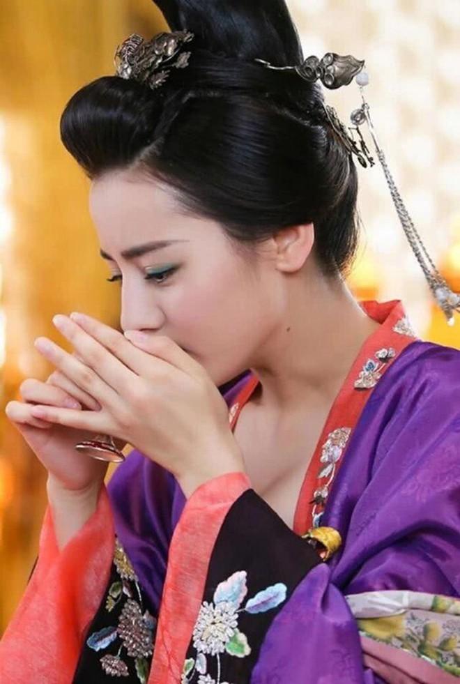 5 tạo hình cổ trang đẹp hơn hoa của Địch Lệ Nhiệt Ba khiến chị em phát hờn 004