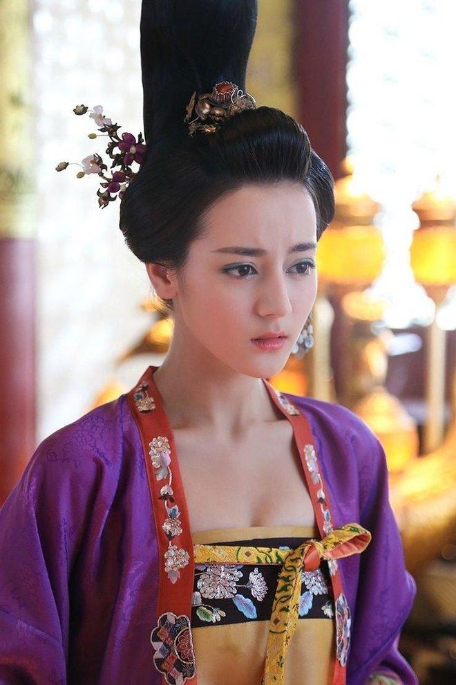 5 tạo hình cổ trang đẹp hơn hoa của Địch Lệ Nhiệt Ba khiến chị em phát hờn 002
