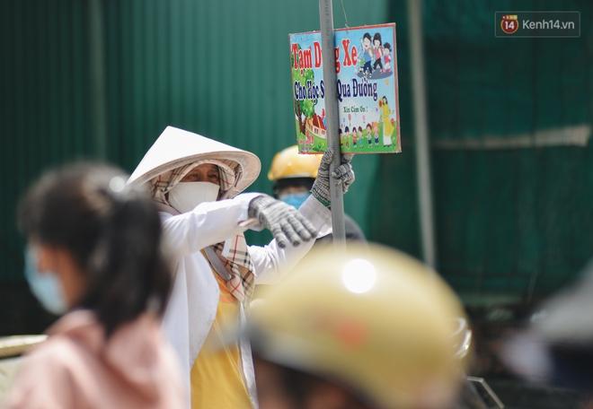 Chuyện về cô Hai Trị cứ giờ tan học lại cầm một tấm bảng lao ra xin đường cho học sinh Sài Gòn - ảnh 4