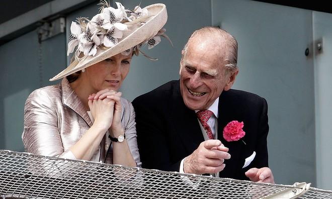 Quan hệ tốt đẹp của Hoàng tế Philip và các nàng dâu: Công nương Diana nhận sự đối đãi đặc biệt nhưng vẫn chưa phải là người được yêu quý nhất - ảnh 17