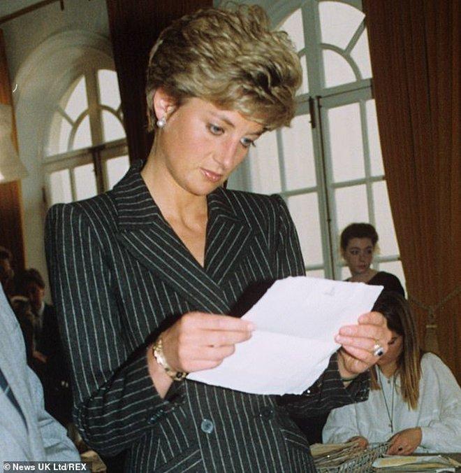 Quan hệ tốt đẹp của Hoàng tế Philip và các nàng dâu: Công nương Diana nhận sự đối đãi đặc biệt nhưng vẫn chưa phải là người được yêu quý nhất - ảnh 4