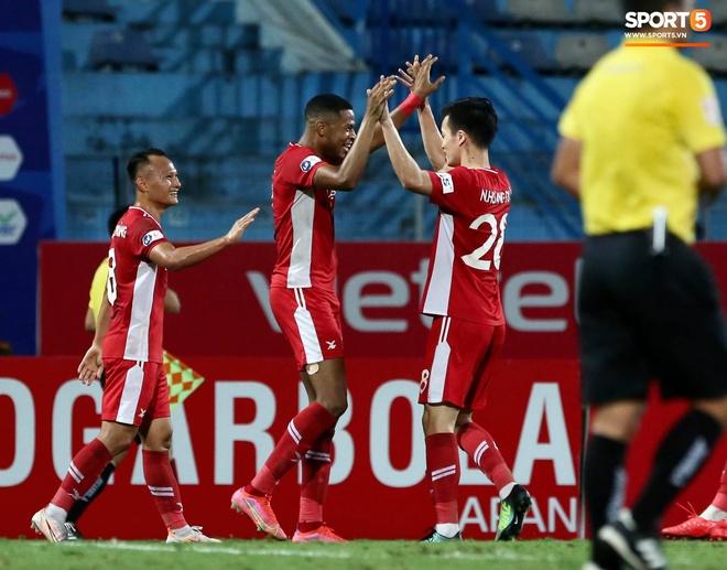 Cơn lốc đỏ Viettel giành chiến thắng 2-1 gay cấn trước CLB Quảng Ninh - ảnh 6