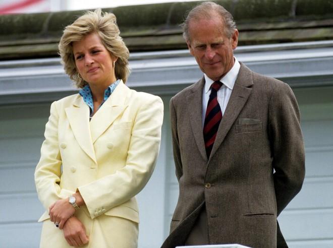 Quan hệ tốt đẹp của Hoàng tế Philip và các nàng dâu: Công nương Diana nhận sự đối đãi đặc biệt nhưng vẫn chưa phải là người được yêu quý nhất - ảnh 9