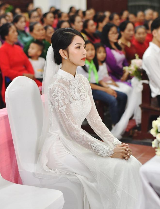 Bóc áo dài cưới của vợ Phan Mạnh Quỳnh: Đính tới 8000 viên đá swarovski đắt tiền, đai corset làm nổi vòng 2 siêu thực của cô dâu - ảnh 1