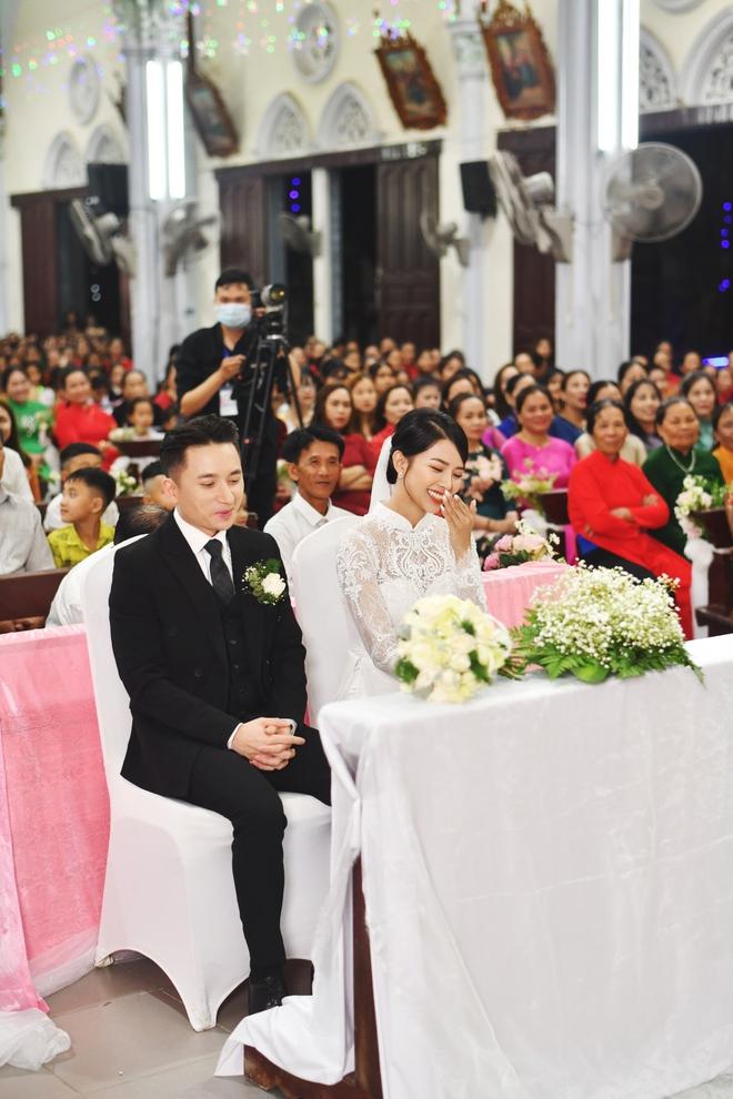 Bóc áo dài cưới của vợ Phan Mạnh Quỳnh: Đính tới 8000 viên đá swarovski đắt tiền, đai corset làm nổi vòng 2 siêu thực của cô dâu - ảnh 5
