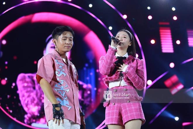 Cập nhật: AMEE và Ricky Star kết hợp mở màn đại nhạc hội Diana Pink Fest, ca khúc viral Tình Bạn Diệu Kỳ làm bùng nổ bầu không khí - ảnh 2