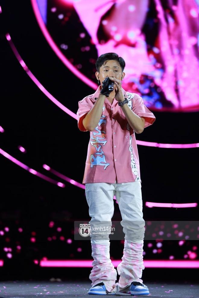 Cập nhật: AMEE và Ricky Star kết hợp mở màn đại nhạc hội Diana Pink Fest, ca khúc viral Tình Bạn Diệu Kỳ làm bùng nổ bầu không khí - ảnh 1