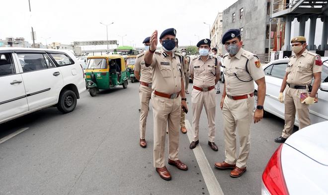 Thủ đô New Delhi vắng lặng trong ngày đầu giới nghiêm vì làn sóng COVID-19 thứ 2 - ảnh 3