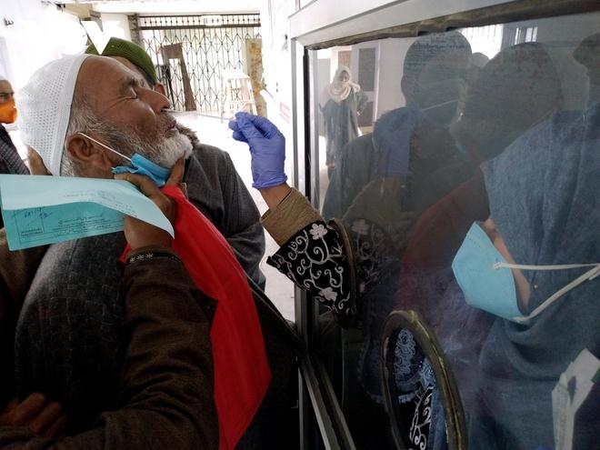 Thủ đô New Delhi vắng lặng trong ngày đầu giới nghiêm vì làn sóng COVID-19 thứ 2 - ảnh 5