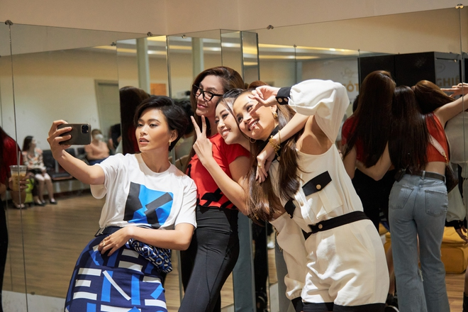 Võ Hoàng Yến bị team Nón Lá đột kích bất ngờ và ép chụp hình khi không trang điểm - ảnh 6
