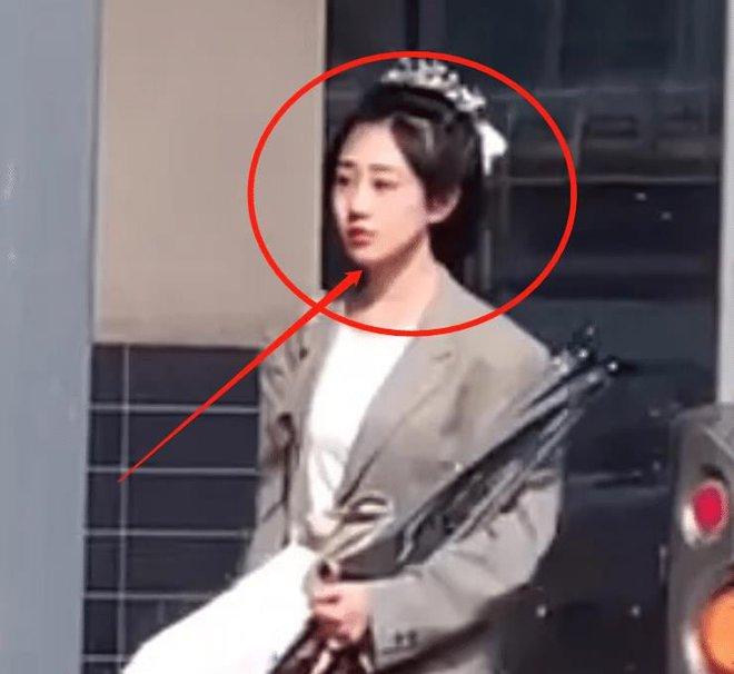 Viên Băng Nghiên bị trang tin công khai so sánh với Triệu Lệ Dĩnh, đến diễn viên đóng thế còn được mang ra khen - ảnh 5
