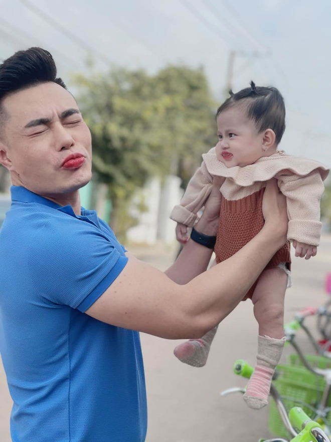 Con gái Lê Dương Bảo Lâm được dẫn đi quay quảng cáo, nhìn biểu cảm biết ngay sau này nối nghiệp bố - ảnh 5