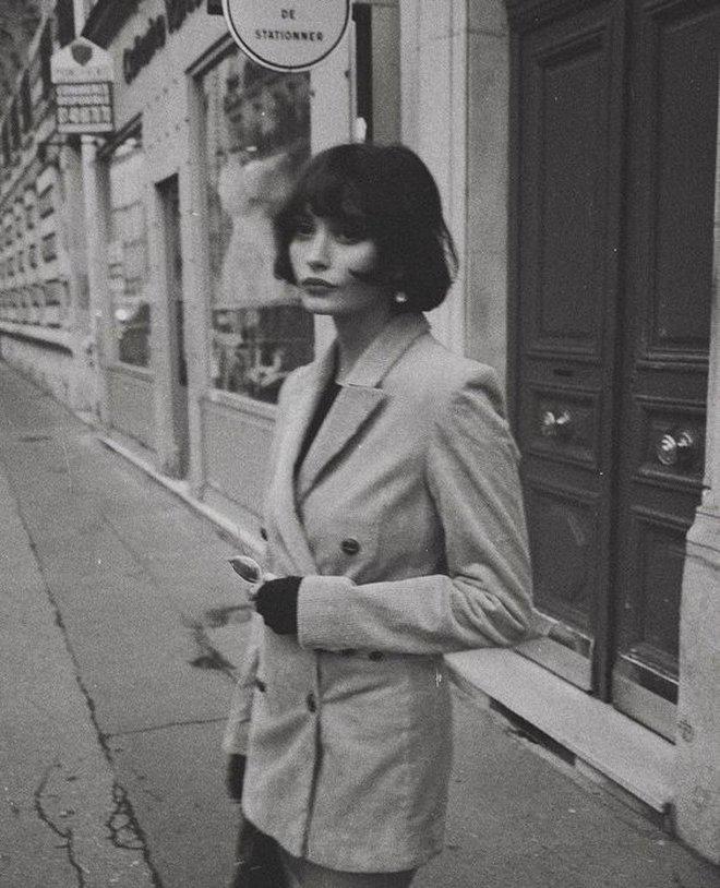 French bob: Kiểu tóc vài thế kỷ rồi mà chưa chịu hết hot, vừa thanh lịch mà lại  yêu chiều được mọi kiểu trang phục - ảnh 14