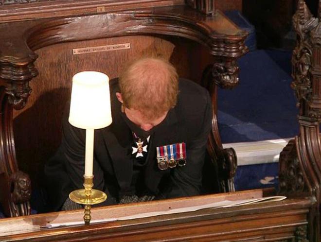 Đằng sau khoảnh khắc trò chuyện thoải mái với anh trai là nỗi bồn chồn, sự cô độc không thể chia sẻ cùng ai của Hoàng tử Harry - ảnh 4