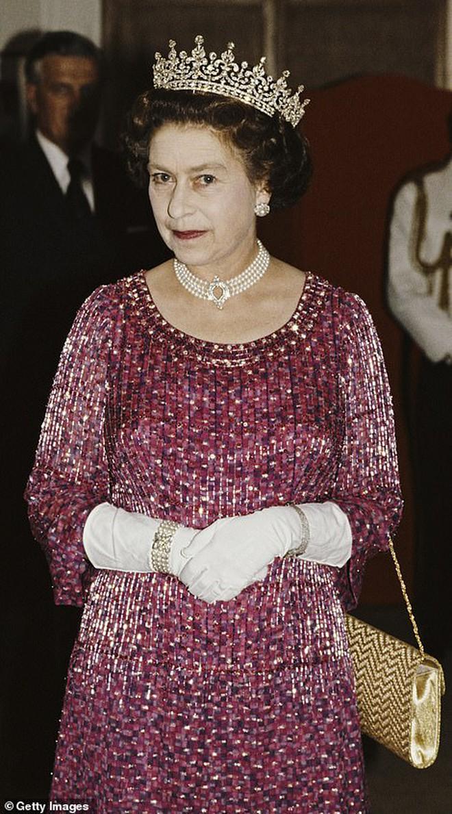Ý nghĩa đầy tinh tế của chiếc vòng cổ ngọc trai Công nương Kate đeo trong tang lễ của Hoàng tế Philip - ảnh 5